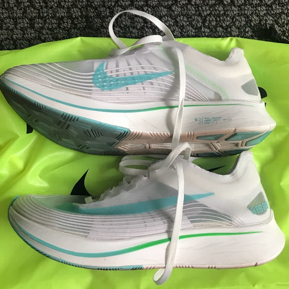 info for 84f44 9273e Nike Zoom Fly SP Unisex Running Shoe, 7M 8.5W. M 5bb161742e1478b2a4853f30